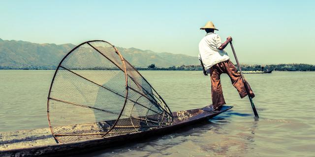 Einbeinfischer - fotokunst von Sebastian Rost