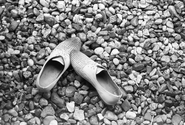 White Shoes - fotokunst von Madelaine Grambow