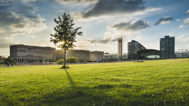 Hauptbahnhof Berlin Sonnenuntergang - fotokunst von Ronny Behnert