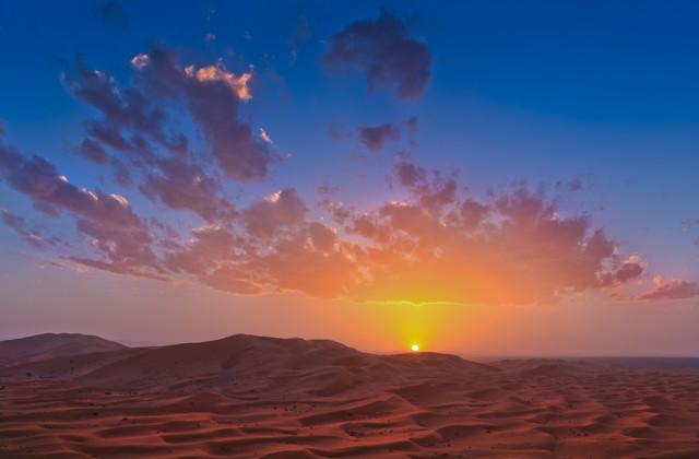 Sonnenuntergang (Sahara, Marokko) - fotokunst von Lukas Gawenda