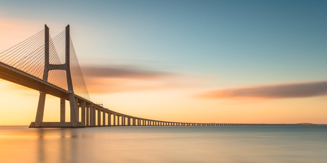Ponte Vasco da Gama - fotokunst von Robin Oelschlegel