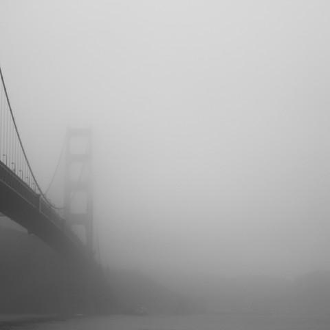 Brückennebel - fotokunst von Alexander Kraft