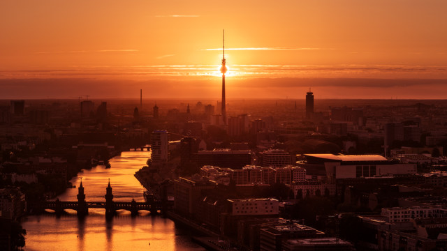 Berlin - Skyline Panorama Eclipse - fotokunst von Jean Claude Castor