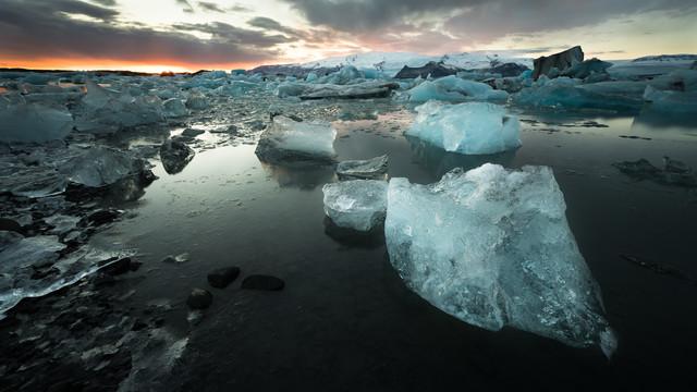 Sonnenuntergang an der Gletscherlagune Jökulsárlón - fotokunst von Dennis Wehrmann