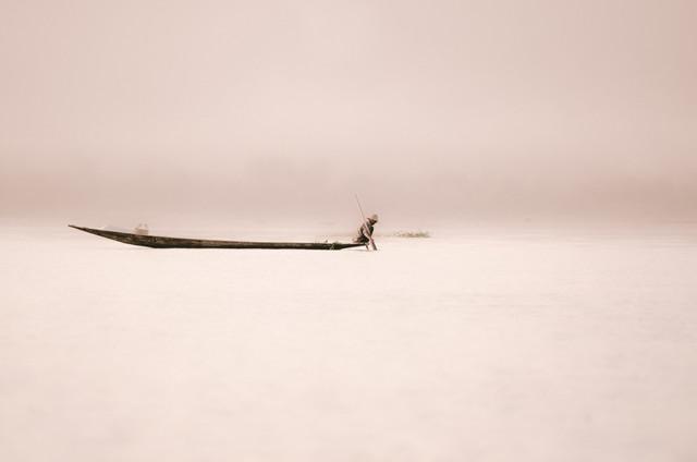 Der Fischer auf dem Inle Lake - fotokunst von Anne Beringmeier