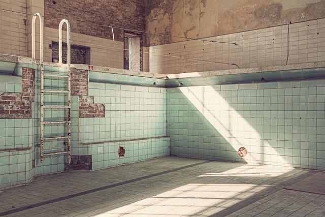 Bad IV - fotokunst von Michael Belhadi