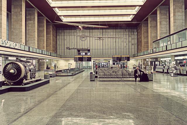 Tempelhof - fotokunst von Michael Belhadi