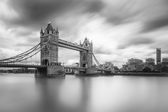 Tower Bridge - fotokunst von Mario Ebenhöh