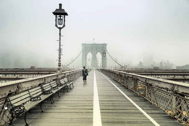 Walking the Brooklyn Bridge - fotokunst von Rob van Kessel