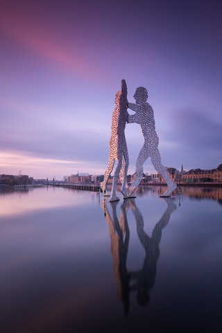 Molecule Man at sunset - fotokunst von Holger Nimtz