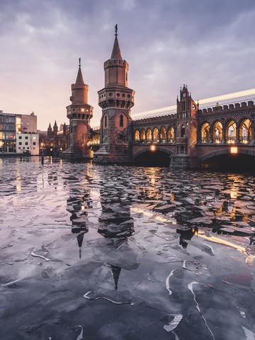 Berliner Oberbaumbrücke im Winter - fotokunst von Ronny Behnert