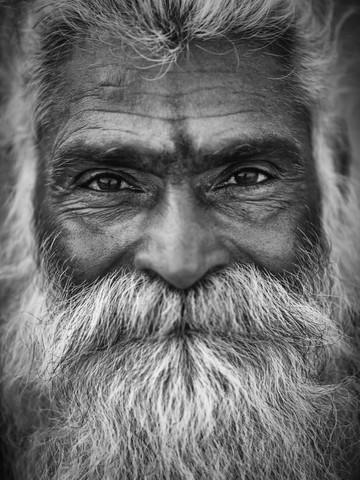 Sadhu in Varanasi - fotokunst von Sebastian Rost