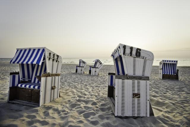 neulich am Strand #2 - fotokunst von Daniel Schoenen
