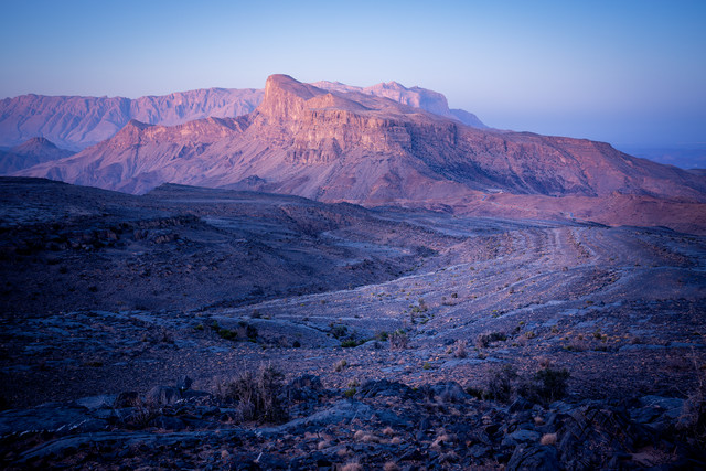 Oman: Morning light over one of the peaks around Jebel Shams - fotokunst von Eva Stadler