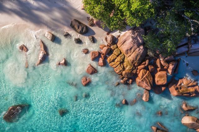 Seychellen Anse Lazio Luftaufnahme - fotokunst von Jean Claude Castor