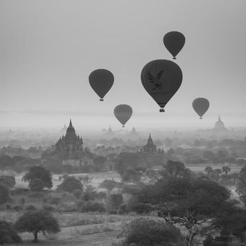 Ballons über Bagan - fotokunst von Sebastian Rost