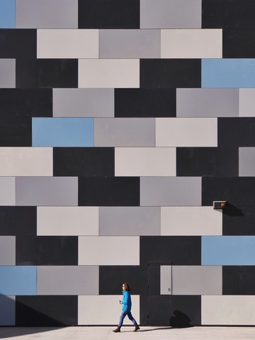 When people match walls - fotokunst von Roc Isern