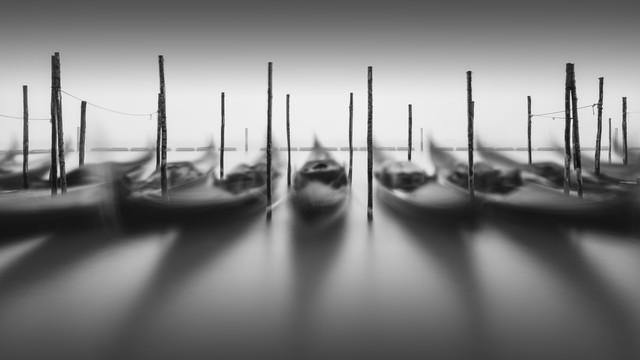 Gondola Study - Venedig - fotokunst von Ronny Behnert