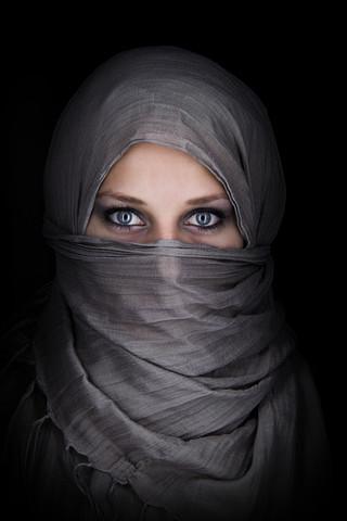 junge Frau mit Schleier - fotokunst von Stefan Balk