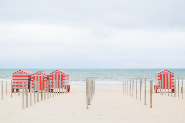 Strandhäuser in Belgien IV - fotokunst von Ariane Coerper