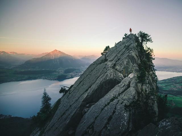 Hoch über dem Thuner See - fotokunst von Dominic Lars