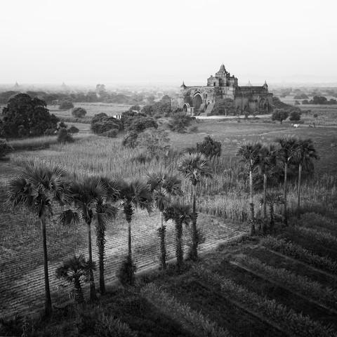 Temples of Bagan - fotokunst von Nina Papiorek
