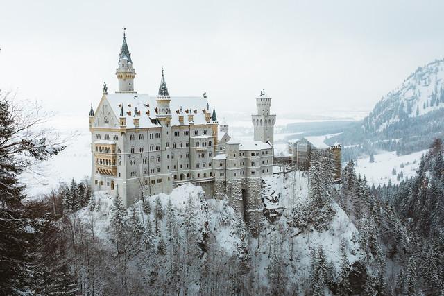 Winter Wonderland at Neuschwanstein Castle - fotokunst von Asyraf Syamsul