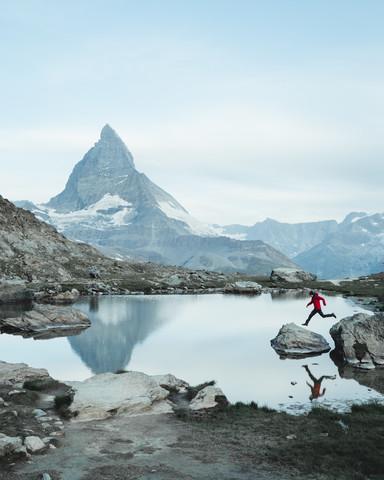 Matterhorn Jumps - fotokunst von Luca Jaenichen