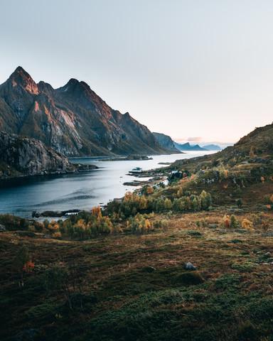 Herbst auf den Lofoten - fotokunst von Frederik Schindler