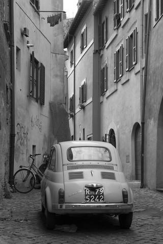 Seitengasse in Rom - fotokunst von Angelika Stern