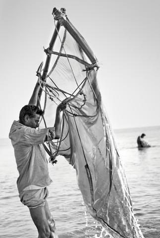 Fishermen in the Bay of Bengal, Bangladesh - fotokunst von Jakob Berr