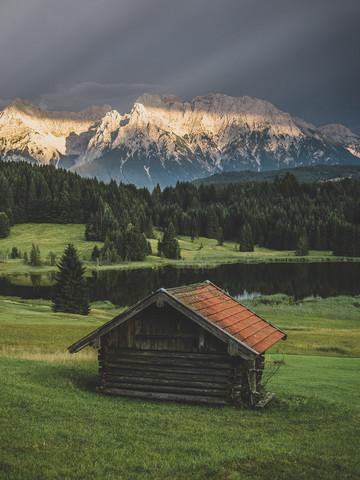 Hütte mit Ausblick - fotokunst von Gergo Kazsimer