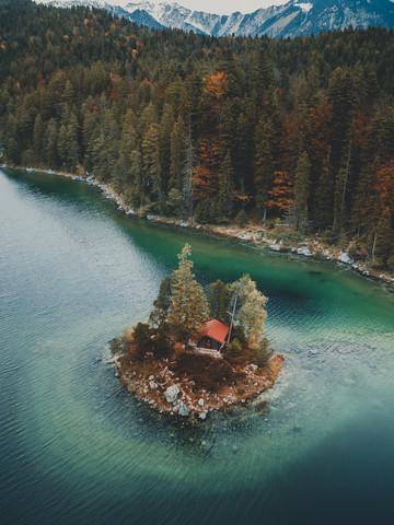Hütte am See - fotokunst von Gergo Kazsimer