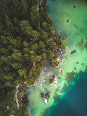 Alpensee in Bayern aus der Luft - fotokunst von Gergo Kazsimer