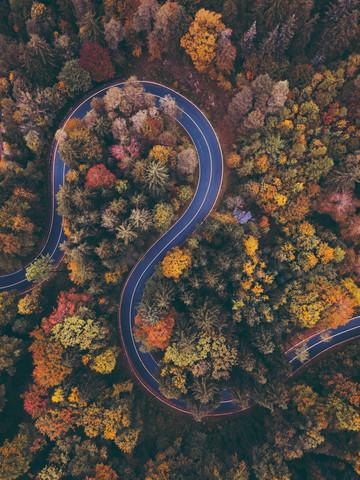 Winding Roads - fotokunst von Gergo Kazsimer