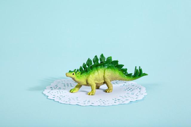 Doily Stegosaurus - fotokunst von Loulou von Glup