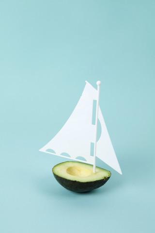 Avocado Boat - fotokunst von Loulou von Glup