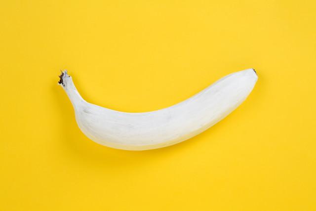 White Banana - fotokunst von Loulou von Glup
