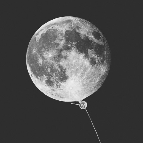 Moon Balloon - fotokunst von Jonas Loose