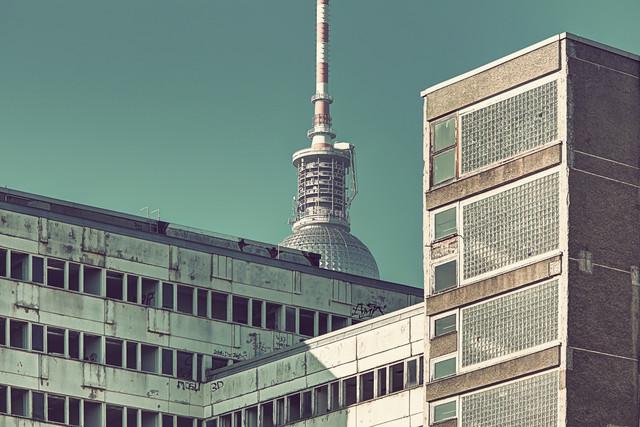 Haus Der Statistik - fotokunst von Michael Belhadi