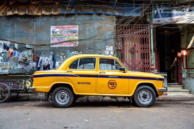 Taxi India - fotokunst von Miro May