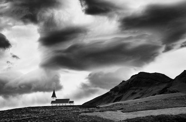 Kirche in Island - fotokunst von Victoria Knobloch