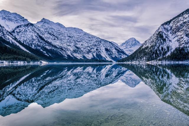 Wasserspiegelung am Plansee - fotokunst von Stefan Schurr
