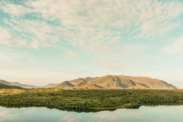 Berge am See - fotokunst von Pascal Deckarm