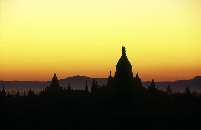Farbenreiches Bagan - fotokunst von Martin Seeliger