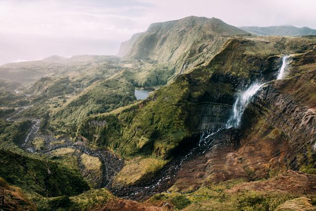 Flores Island - fotokunst von Dominic Lars