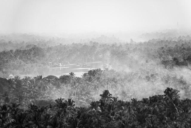morning mist and fires - fotokunst von Aleksi Lausti