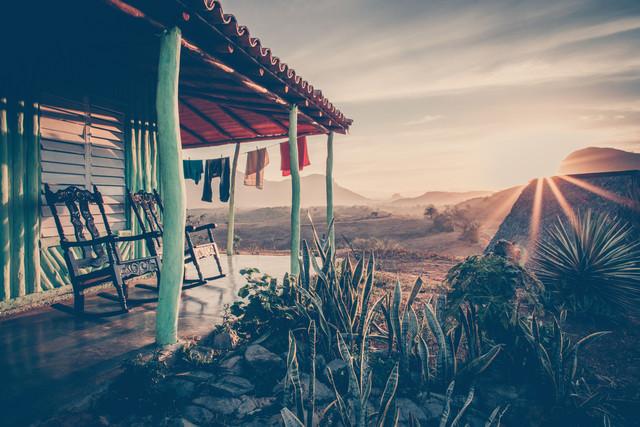 Kubanische Landgut im Morgenlicht - fotokunst von Franz Sussbauer