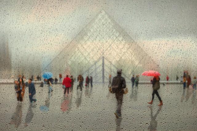 Paris im Regen - fotokunst von Roswitha Schleicher-Schwarz
