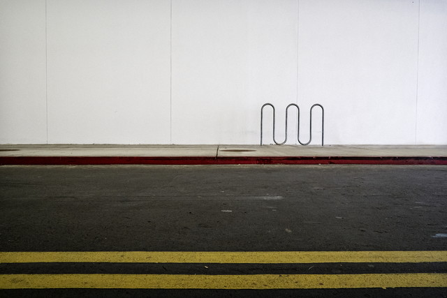 Bike Rack (at a Mall) - fotokunst von Jeff Seltzer